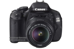 Canon EOS 600D с объективом EF-S 18-55mm IS II